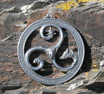 Keltische triskel met dieren, hanger