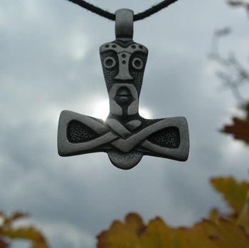 Thor, hanger Mjolnir